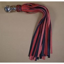 Avalon - Stor sort og rød flogger med kulehåntak i metall