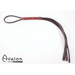 Avalon - Sort og rød 4-halet silikonflogger med lær- og silikonhåndtak